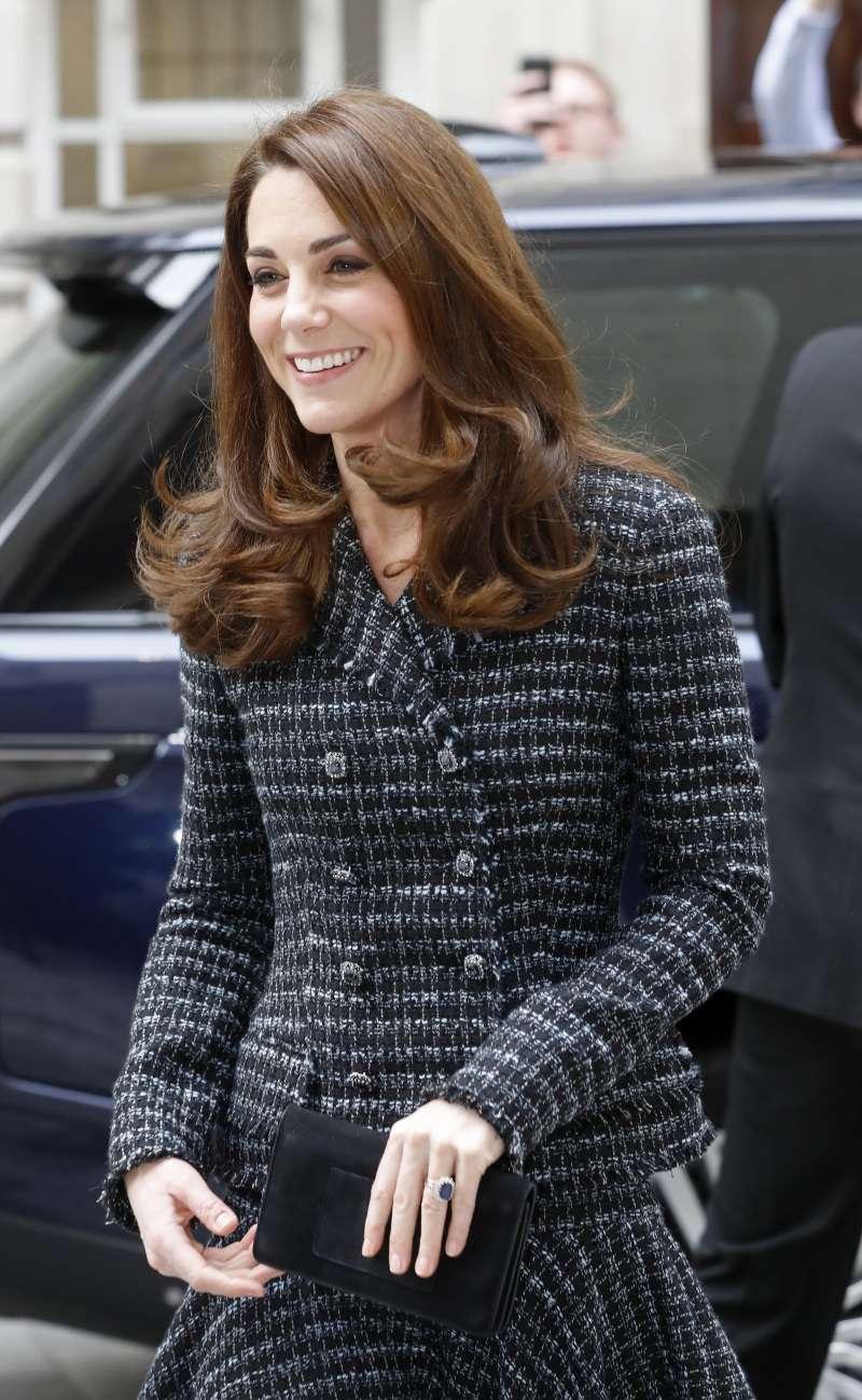 Секреты герцогини: как Кейт Миддлтон удается так хорошо получаться на фотографияхСекреты герцогини: как Кейт Миддлтон удается так хорошо получаться на фотографияхСекреты герцогини: как Кейт Миддлтон удается так хорошо получаться на фотографиях
