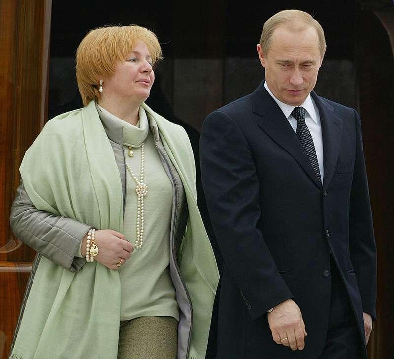 La fille de Vladimir Poutine apparaît à la télé pour la première fois et surprend le peuple russe