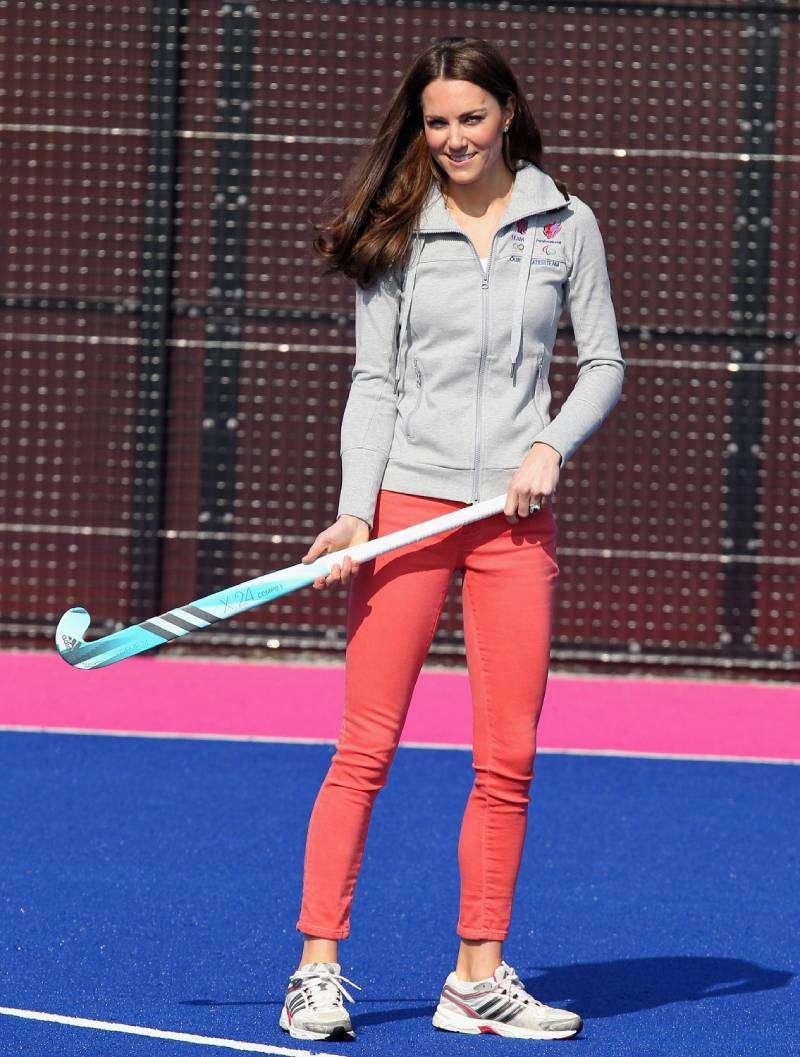La vida de una duquesa! En el cumpleaños número 37 de Kate Middleton, te contamos 7 curiosidades increíblesLa vida de una duquesa! En el cumpleaños número 37 de Kate Middleton, te contamos 7 curiosidades increíblesCatherine, Duchess of Cambridge plays hockey with the GB hockey teams at the Riverside Arena in the Olympic Park on March 15, 2012