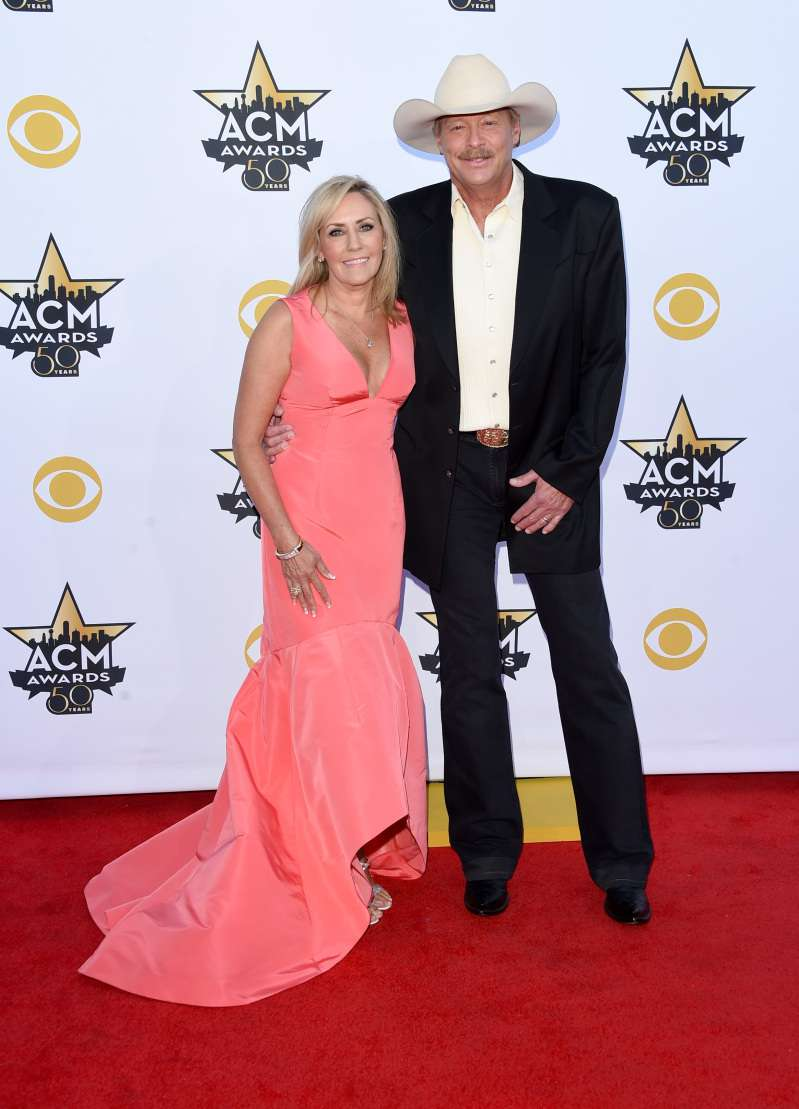 """Still Livin' On Love"": Alan Jackson Celebrates 39th Wedding Anniversary With His Wife, Denise""Still Livin' On Love"": Alan Jackson Celebrates 39th Wedding Anniversary With His Wife, Denise"