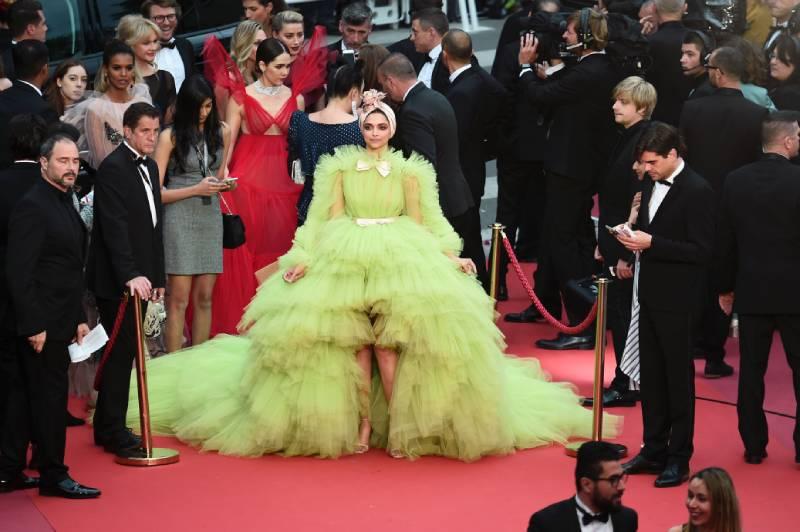 ¿No se vieron en el espejo antes de salir? Los 9 atuendos más insípidos del Festival de Cannes