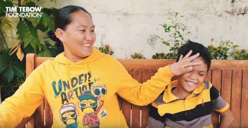Atteint d'une luxation congénitale des genoux, le garçon de 11 ans retrouve une vie normale grâce à la chirurgie