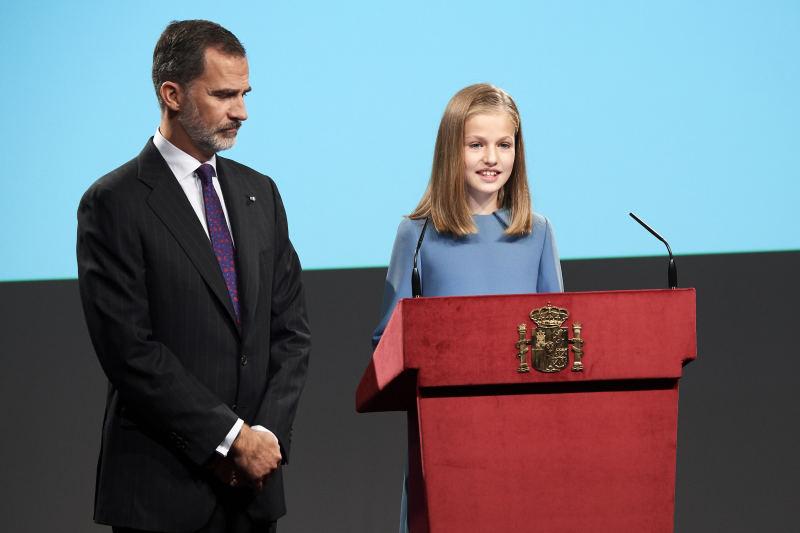 Letizia reine d'Espagne, une maman fière qui dévoile à peine ses larmes lors du premier discours public de sa fille