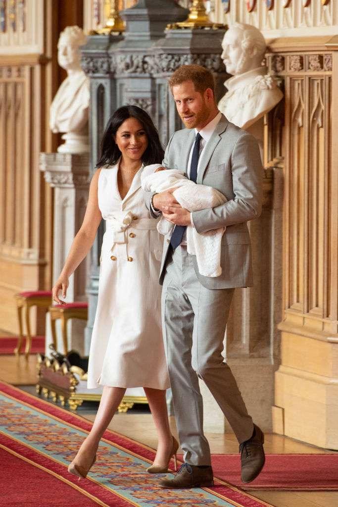 Lippenleserin enthüllt zarte Worte, die Harry Meghan während des Fotoshootings mit ihrem Baby zuflüsterte-