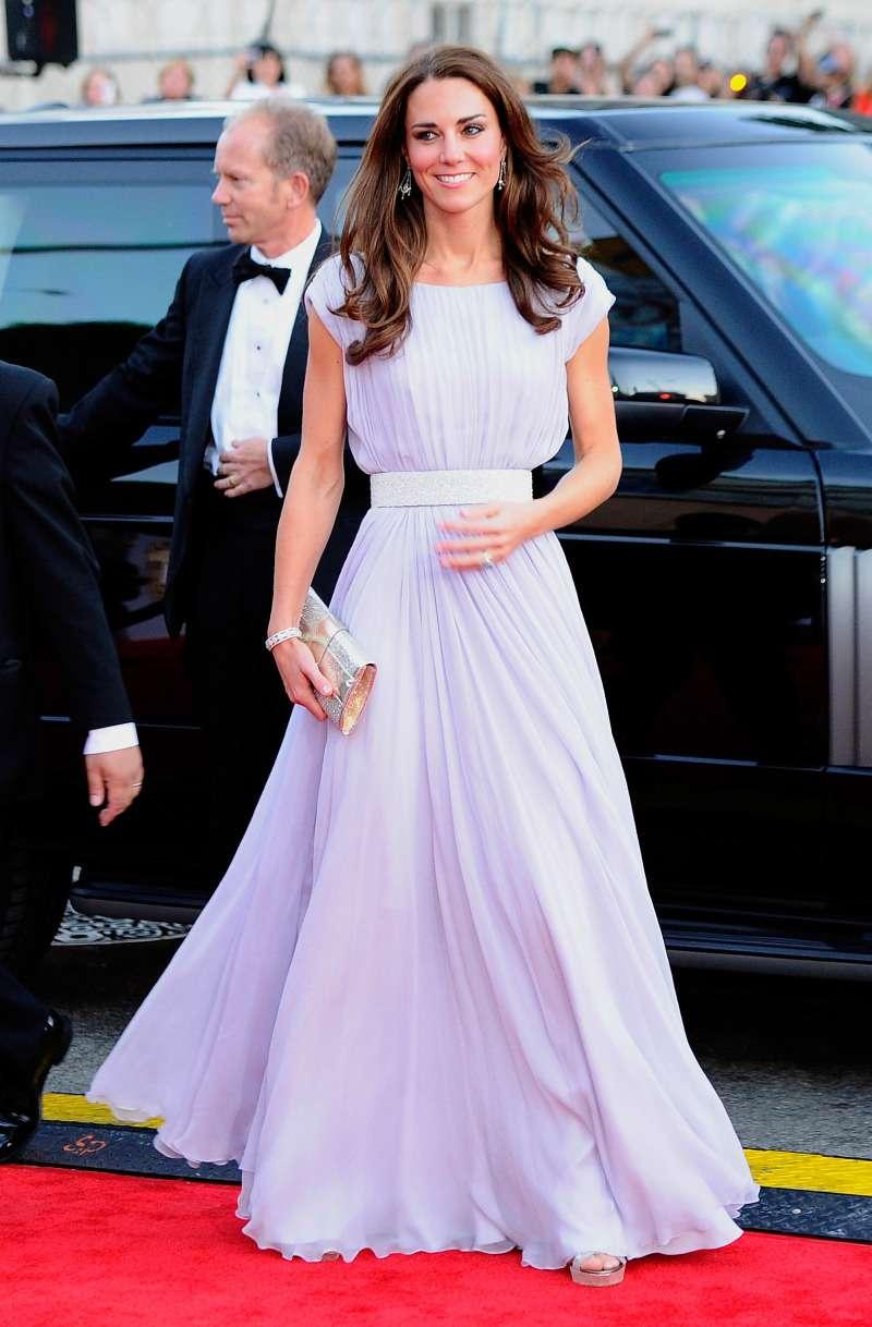 Est-ce vraiment la duchesse Kate ? Sa robe noire transparente n'est-elle pas un peu trop révélatrice ?