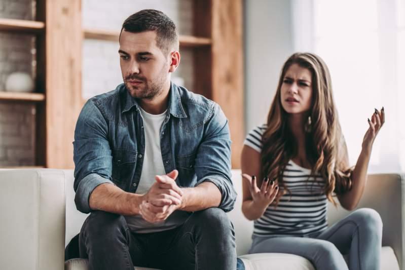 Frau will Scheidung, weil Ehemann zu nett ist und die Hausarbeit erledigt