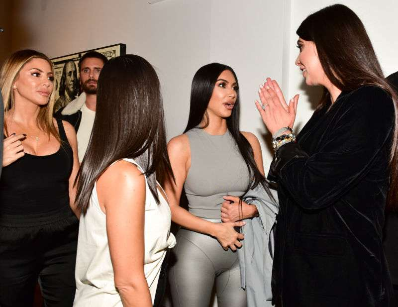Silver Queen: Kim Kardashian Appeared In Public Without A Bra And In Tight Leggings