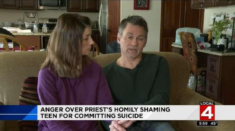 """""""Ele basicamente chamou nosso filho de pecador"""": pais fazem funeral para filho de 18 anos e se surpreendem com palavras ruins do padre"""