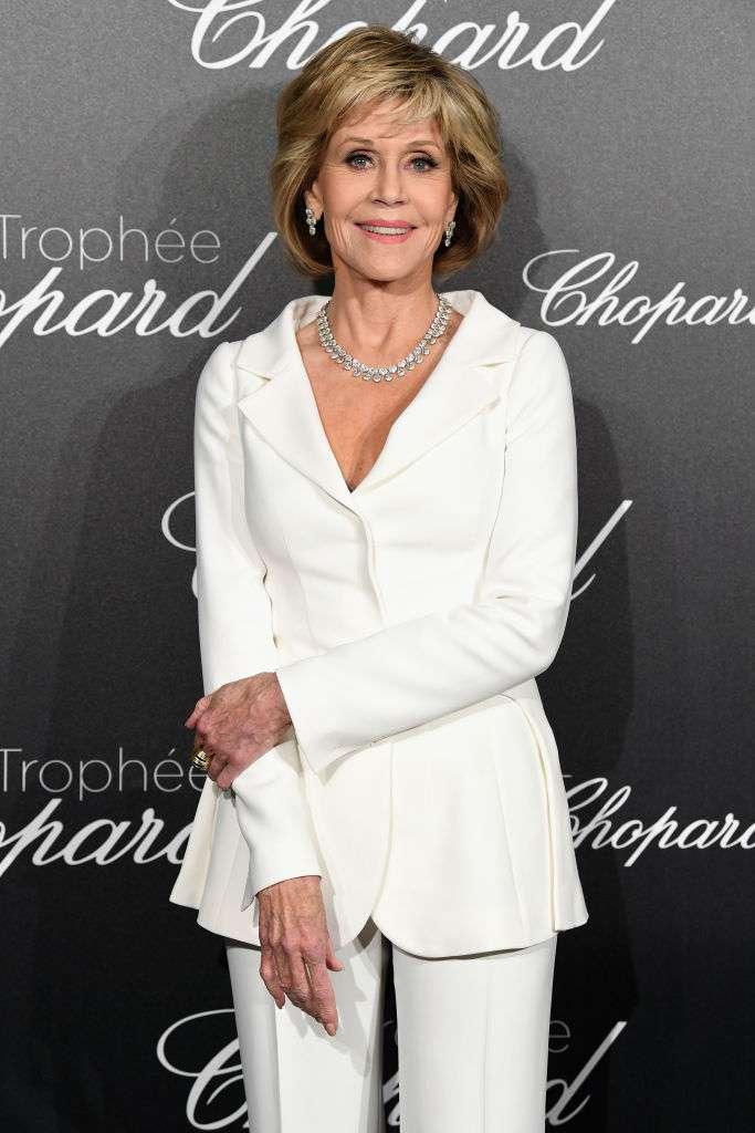 Wow! Die unglaubliche Jane Fonda zeigte ihre umwerfende Figur in einem glamourösen engen schwarzen Kleid