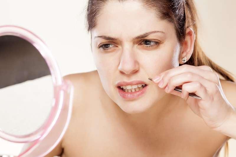 كيفية إزالة شعر الوجه: 3 طرق بسيطة للتخلص منها للنساء أكثر من 50