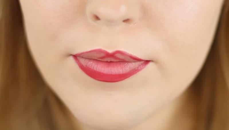 Come applicare correttamente il rossetto per rendere le labbra più carnose