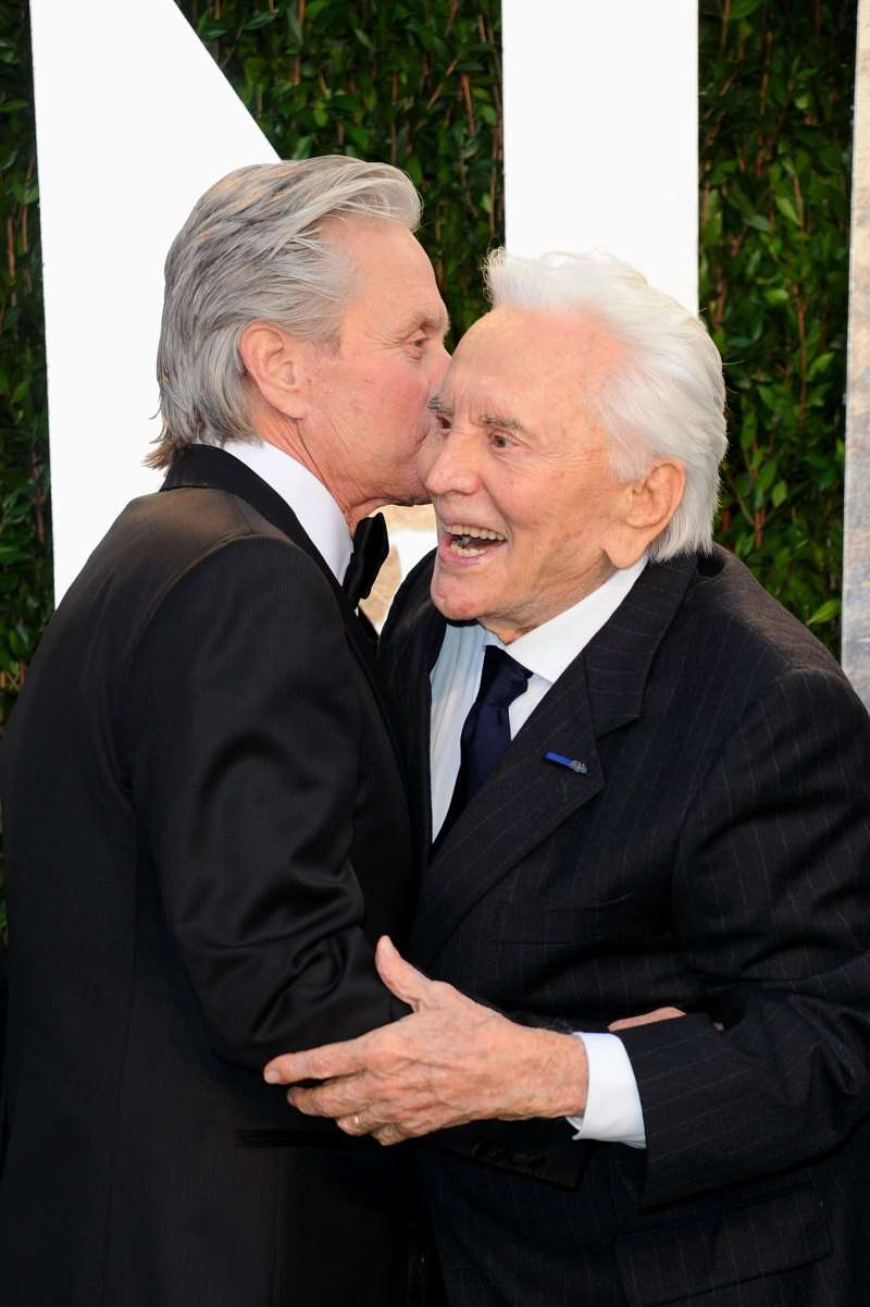 """Nothing But Love"": Catherine Zeta-Jones Shared A Snap Of A Tender Moment With Kirk & Michael Douglas""Nothing But Love"": Catherine Zeta-Jones Shared A Snap Of A Tender Moment With Kirk & Michael Douglas"