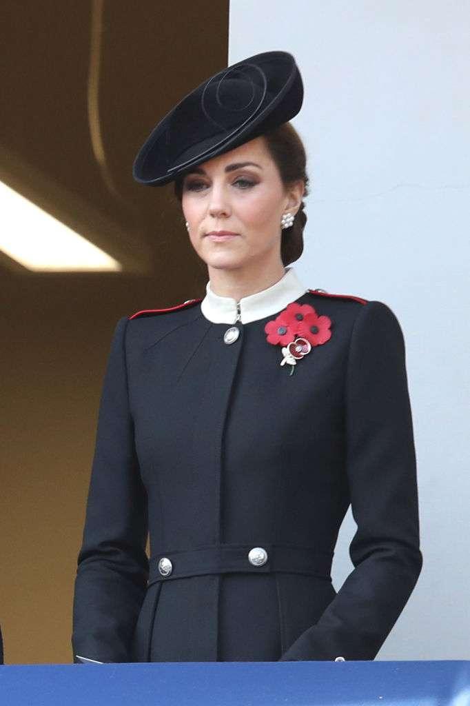 Zukünftige Königin: Die strahlende Kate Middleton erschien im Rahmen des Gedenktagsgottesdienstes zusammen mit ihrer Majestät in königlicher Eleganz
