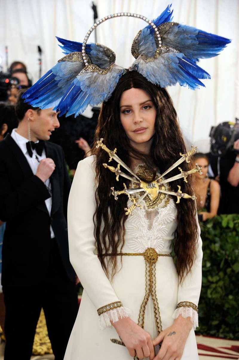 Les 10 plus hilarantes comparaisons des tenues du gala du Met
