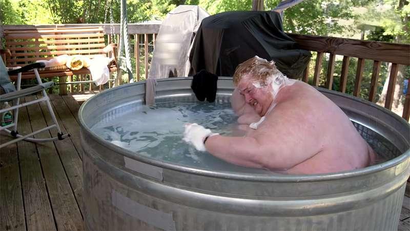 """""""Большой ребенок"""": 317-килограммовый парень зависит от видеоигр и не хочет ничего менять"""