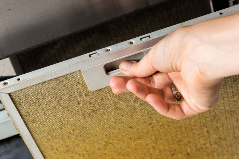How To Quickly And Effortlessly Degrease The Stove Hood