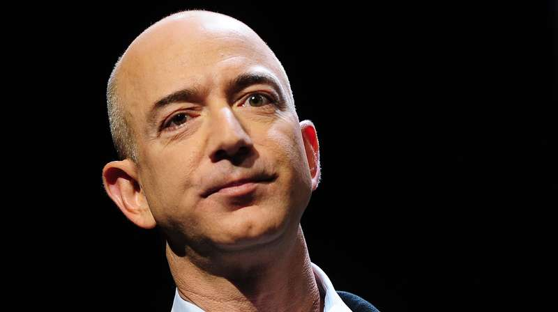 Jeffrey Preston Bezos nato Jorgensen Albuquerque 12 gennaio 1964 è un imprenditore statunitense fondatore presidente e amministratore delegato di Amazoncom