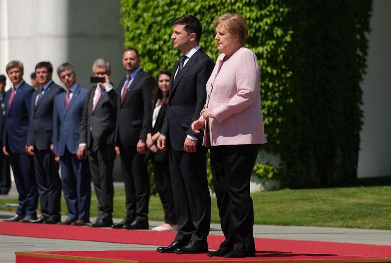 Что происходит с Меркель? Канцлеру стало плохо во время публичного визита третий раз за месяцЧто происходит с Меркель? Канцлеру стало плохо во время публичного визита третий раз за месяц