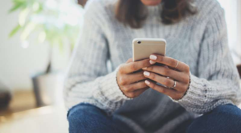 Mann hat versehentlich Nachrichten an eine falsche Nummer gesendet, anstatt an seine Frau, und schließlich die Empfängerin geheiratet