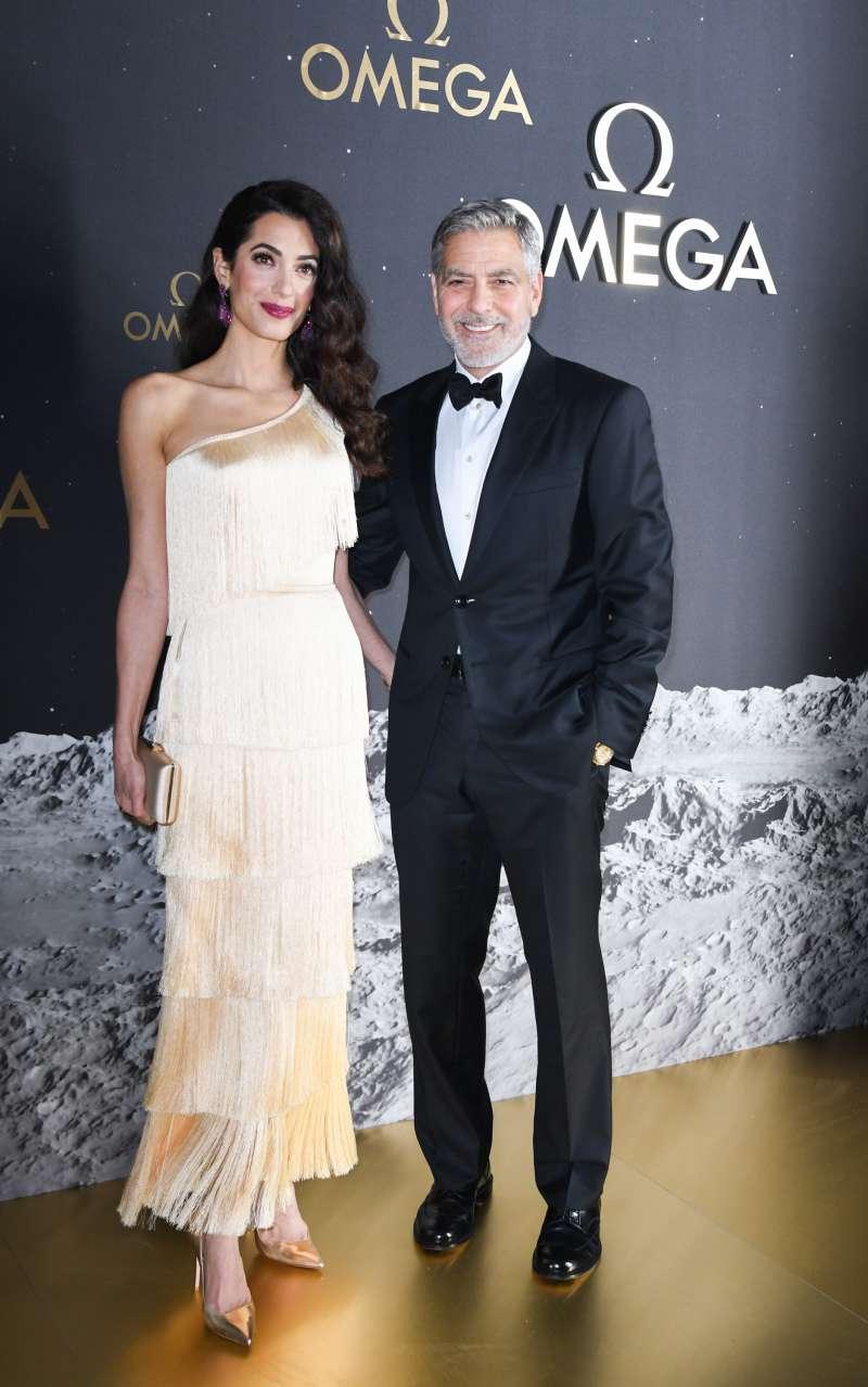 Amal Clooney éblouit par sa beauté éternelle. C'est une apparition à couper le souffle dans sa superbe robe crème