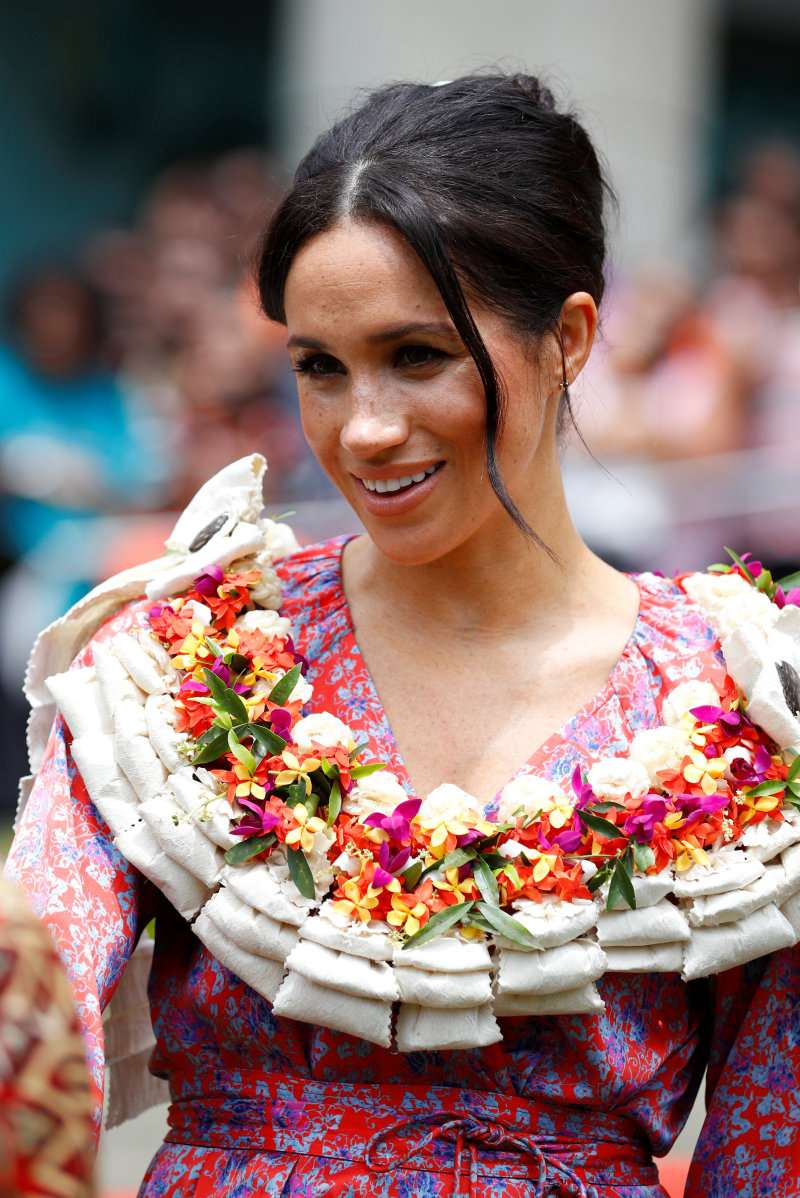 Meghan Markle Makes A Surprising Fashion Choice As She Dons A Bright Pink Floral Dress With Pom-Pomsmeghan markle and prince harry in fiji