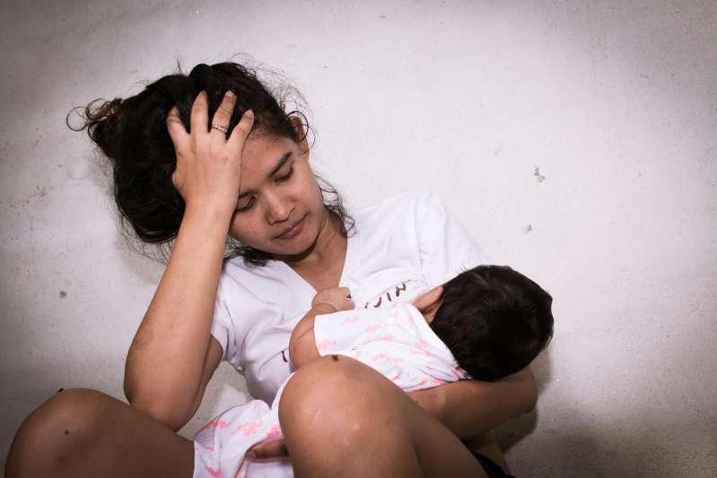 Une ado de 14 ans noie son bébé après avoir accouché dans les toilettes de l'école. Comment éviter ce drame ?