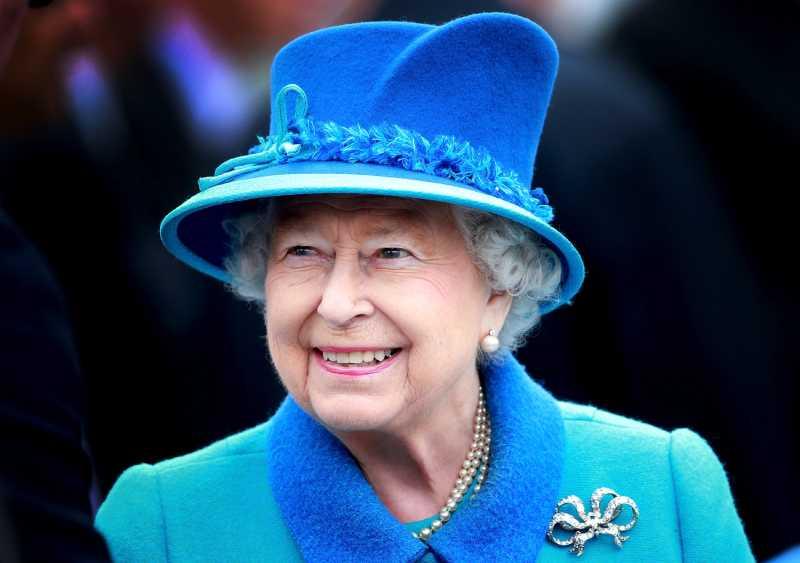 Queen Elizabeth II smiles as she arrives at Tweedbank Station on September 9, 2015