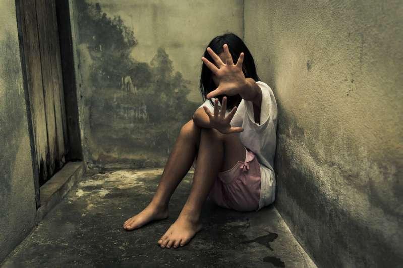 Une femme est condamnée à 28 ans de prison pour avoir affamé et failli faire mourir de faim son beau-fils de 5 ans