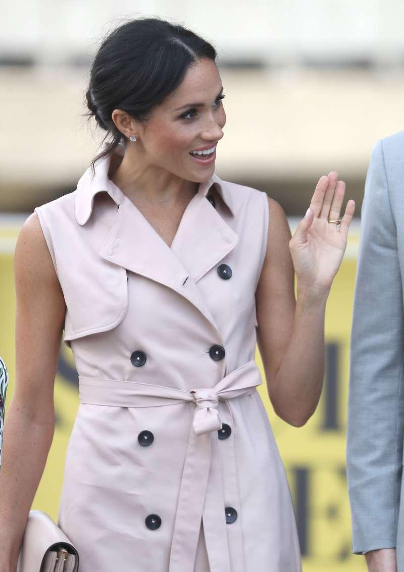 Voilà un an que Meghan fait partie de la famille royale, comment cela a-t-il affecté les couleurs de sa garde-robe