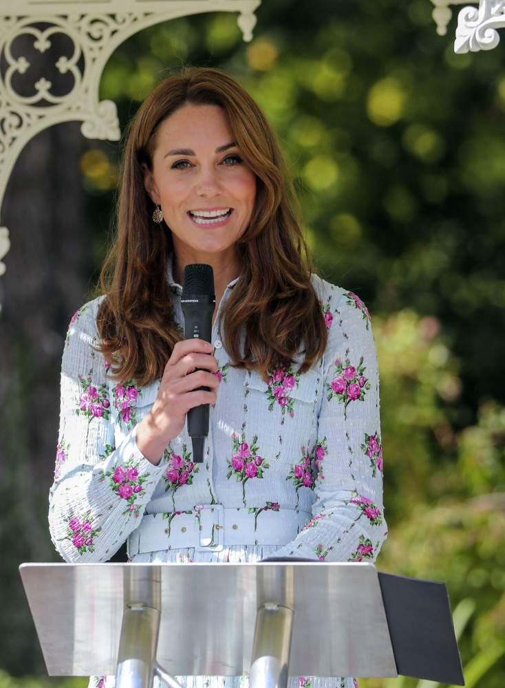 Davvero parsimoniosa! Kate Middleton ha abbinato un abito costoso da 1800 euro a orecchini che ora costano meno di 2 euro