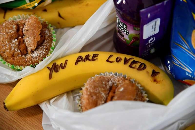 """Piers Morgan critique durement Meghan pour ses """"bananes-messages"""", qu'il qualifie """"d'humiliante farce"""""""