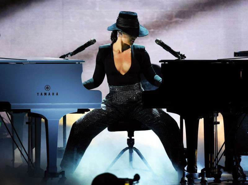 Wow! Alicia Keys Plays Two Pianos At The Same Time While Performing At The 2019 Grammys