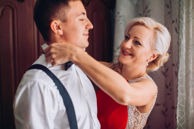 Bridezilla Throws A Tantrum Seeing Her Groom Dance With His Mother At Their Wedding