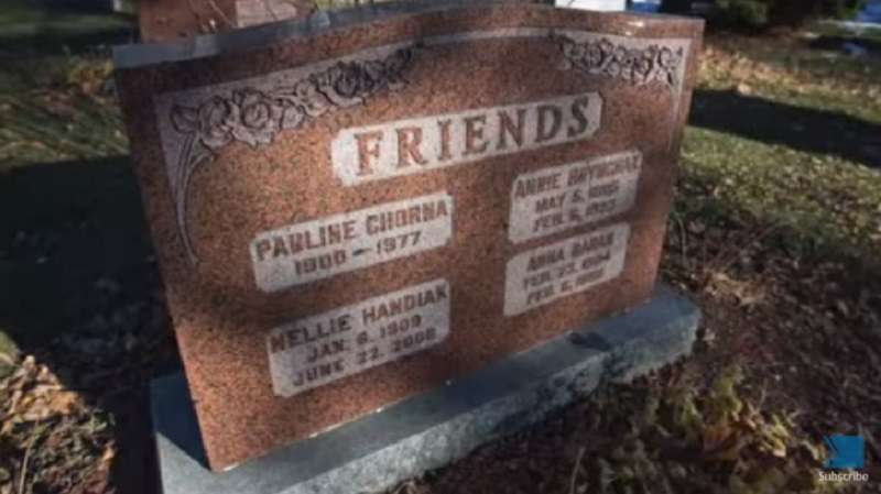 The Powerful Story Of 4 Friends Who Chose To Share A Tombstone So They Could Spend Eternity TogetherThe Powerful Story Of 4 Friends Who Chose To Share A Tombstone So They Could Spend Eternity Together