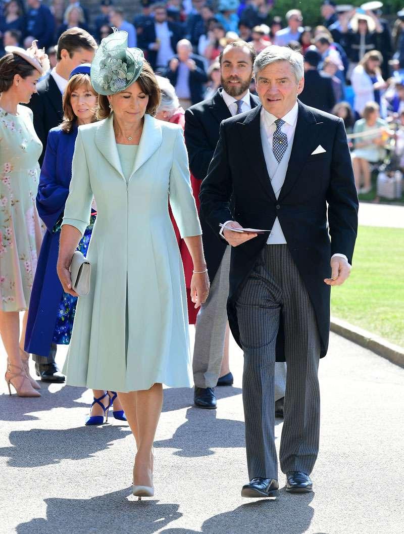Meghans Mutter wird Weihnachten mit den Royals verbringen, aber warum hat die Königin nie Kates Eltern eingeladen?