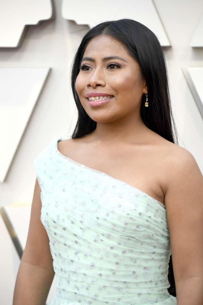 Lista para vivir su sueño, Yalitza llegó a la alfombra roja de los Óscar convertida en una princesa