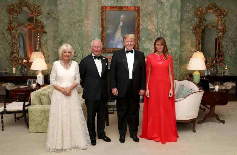 Nachahmerin Melania? Fans haben bemerkt, dass die First Lady das gleiche Abendkleid desselben Designers wie Meghan Markle trug