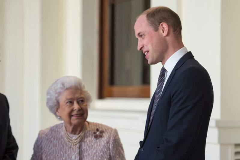 """""""Moitié famille, moitié affaires"""" : la relation compliquée de la reine Elizabeth II et du prince William"""
